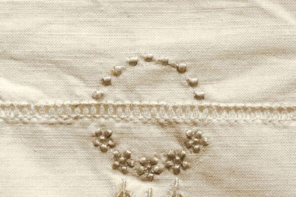 klein - detail borduurwerk hemd