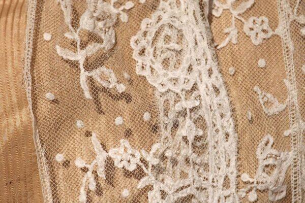 klein- detail zijden kostuum en kant
