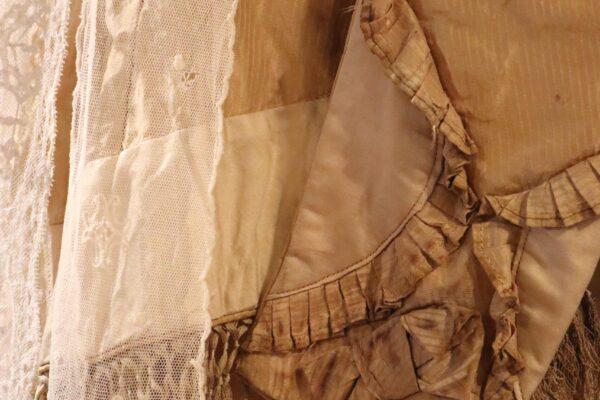 klein - mouw zijden kostuum en kant
