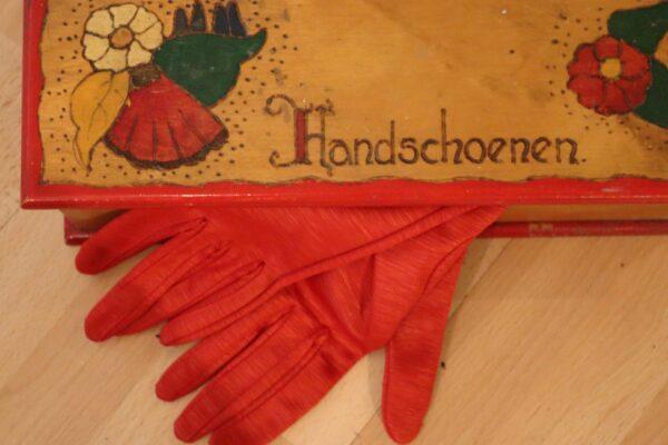 klein - rode handschoenen in doos