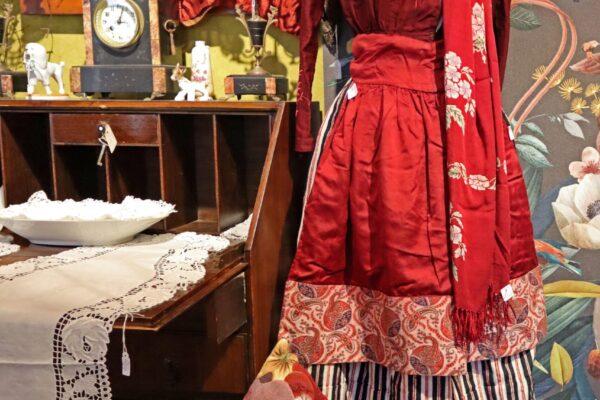 klein - rood kostuum